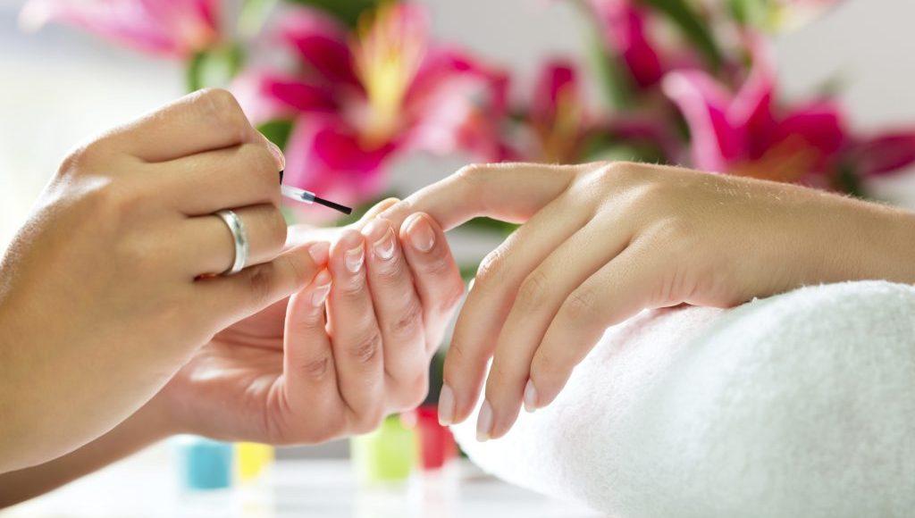 jak wybrać dobry salon manicure