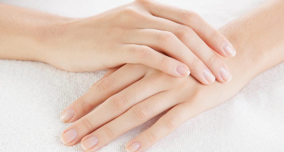 dlaczego paznokcie się łamią?